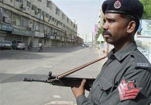 В крупнейшем городе Пакистана полиция будет стрелять без предупреждения по вооруженным людям
