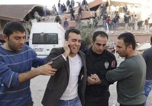 Мощное землетрясение в Турции: количество жертв превысило отметку в 100 человек