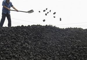 В Луганской области из-за снежных заносов перевернулся поезд с углем