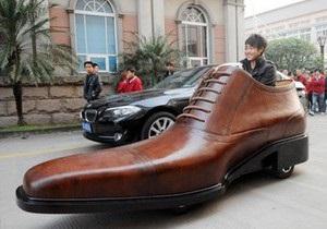 В Китае построили электромобиль в виде ботинка