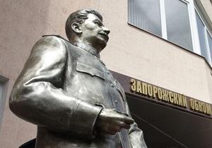 Прокуратура располагает видеозаписью обезглавливания памятника Сталину семью членами Тризуба