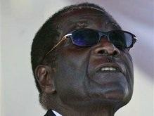 Королева Британии лишила президента Зимбабве рыцарского титула