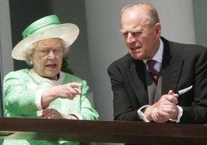 Елизавета II вернулась в Букингемский дворец и ждет звонка от принца Уильяма
