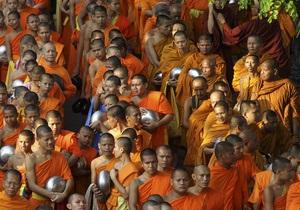 Тайцев призывают спасти буддийских монахов от ожирения