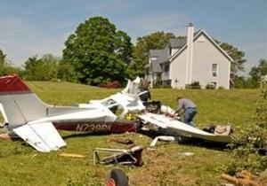 В США одномоторный самолет врезался в жилой фургон: есть жертвы