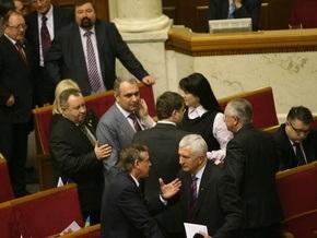 Опрос: В Раду проходят семь политических партий и блоков