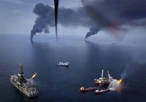 США примут помощь 12 стран и организаций в ликвидации утечки нефти