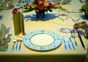 Расположение тарелок и еды на столе влияет на набор лишнего веса