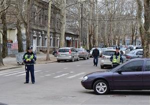 В Николаеве перед приездом Януковича милиция пыталась забрать в РОВД журналиста, снимавшего ремонт дорог