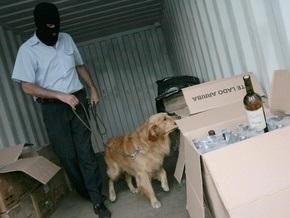 В Болгарии конфисковали 700 литров разлитого в винные бутылки раствора кокаина