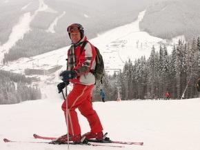 Корреспондент : Бизнесмены делают на лыжниках в Карпатах большие деньги