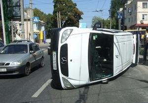 В Донецке перевернулся микроавтобус