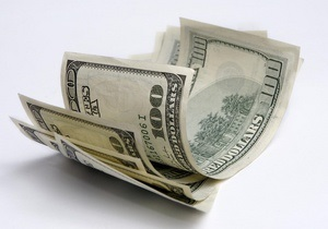 Курс валют: официальный доллар на 20 копеек позади межбанковского