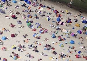 В Тель-Авиве отдыхающие обнаружили на пляже материалы из архива израильской разведки