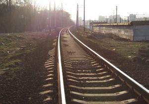 В Донецкой области на переезде поезд столкнулся с автомобилем, один человек погиб