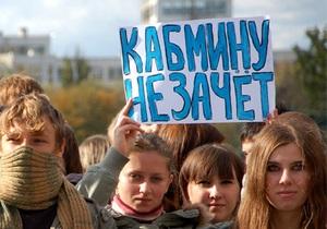 Янукович: Решения о платных услугах в вузах не учитывали интересы молодежи