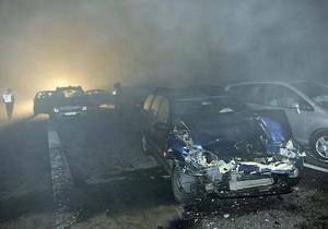 В новогоднюю ночь на автобане в Германии столкнулись полсотни машин