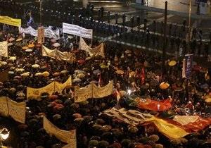 Греческий парламент на фоне протестов принял новый план сокращения расходов
