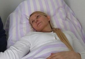Тимошенко легла на пол у входа в палату в знак протеста против недопуска к ней соратников