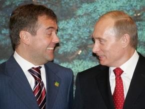 Опрос: 12% россиян считают Медведева влиятельнее Путина