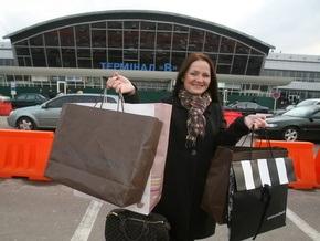 Корреспондент: Украинцы сорят деньгами в модных бутиках за границей