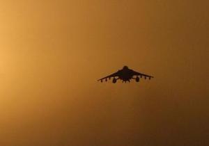 Истребитель НАТО уничтожил пикап с афганскими полицейскими: семь человек погибли