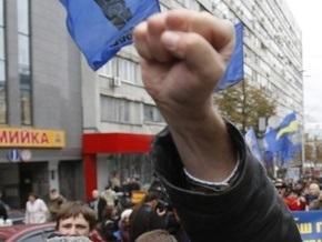 В Ивано-Франковске состоялось вече в честь УПА, а в Полтаве прошла антифашистская акция