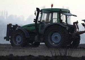 Трое украинцев на тракторе  штурмовали  границу с Беларусью