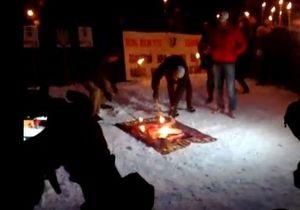 Одесская Свобода, несмотря на запрет, провела митинг в честь героев Крут. Сожгли портрет Сталина