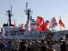 Янукович возмущен заходом в Севастополь американского корабля