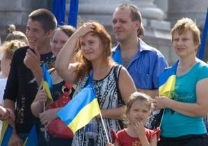 Опрос: Почти половина украинцев не считают Украину действительно независимой