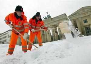 Снегопады парализовали Чехию, в Польше жертвами холодов стали восемь человек
