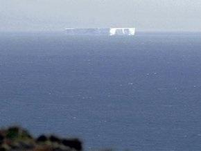 В теплые австралийские воды приплыл гигантский айсберг