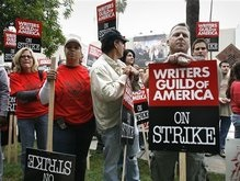 Бастующие сценаристы примут участие в Грэмми