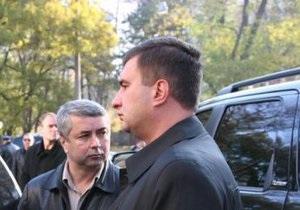 Во дворе здания, где проходила пресс-конференция Маркова, произошли два взрыва