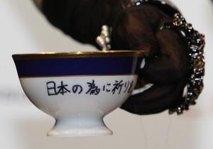 В Японии на аукционе была продана чашка со следами помады Lady GaGa