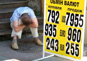 Евро замедлил падение на межбанке