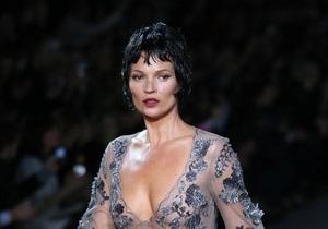 Paris Fashion Week: Кейт Мосс вернулась на подиум, а Марк Джейкобс вышел к гостям в пижаме