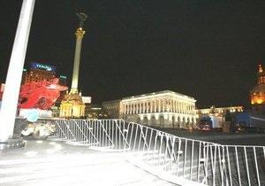 Майдан Незалежности закрыли ограждением. В милиции объясняют это установкой елки