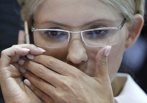 Тимошенко пришла в суд без косы и требует врача