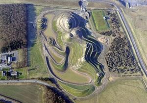 В Англии появилась 400-метровая женщина - крупнейшая скульптура человека на Земле