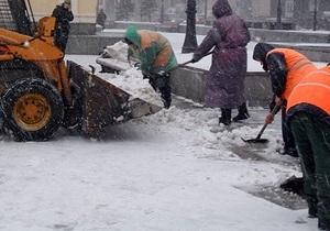 Азаров - погода - снег - уборка снега - Киева - Азаров оценил работу коммунальщиков на  троечку
