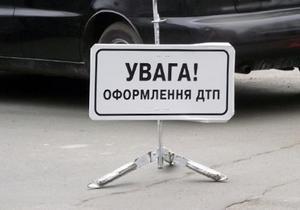 В Харьковской области на Ростовской трассе столкнулись два авто: три человека погибли