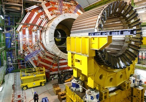 Адронный коллайдер установил рекорд по плотности пучка протонов