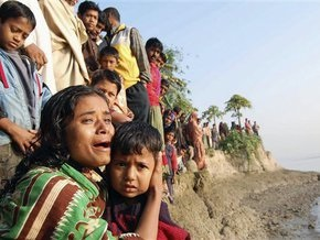 В Бангладеш затонул перегруженный паром: 50 человек пропали без вести