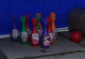 В Крыму агитаторы ПР предлагали детям сбивать кегли с изображением Тимошенко