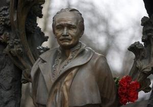 В украинских городах почтили память Вячеслава Чорновила