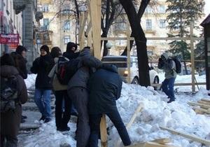 Во время акции протеста против застройки в центре Киева произошла потасовка