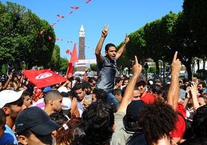 В Тунисе полиция применила слезоточивый газ для разгона манифестантов