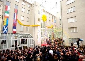 Транссибирский тур доброй воли поздравляет саентологов Европы с открытием новой Церкви Саентологии в Брюсселе